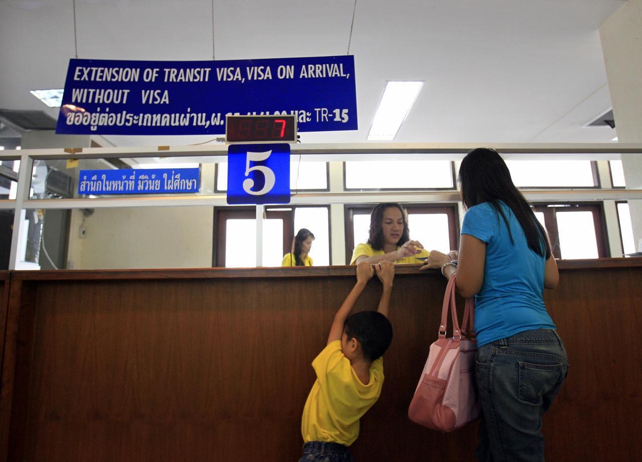 泰國內閣會議24日通過,再延長21國落地簽免費措施。(路透)