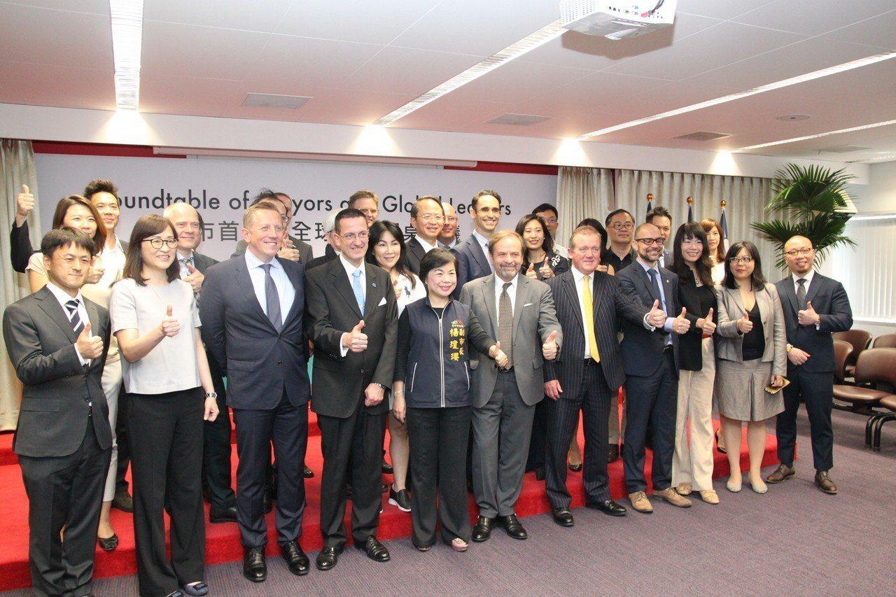 台中市政府今與歐洲在台商務協會舉辦「城市首長與全球領袖圓桌會議」,邀請國外風電業...