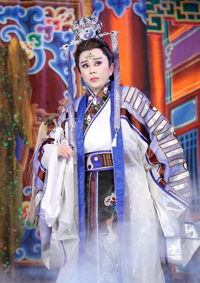 明華園今在臉書宣布,當家小生孫翠鳳復出了,第一場是演出「周公法鬥桃花女」。圖/取...