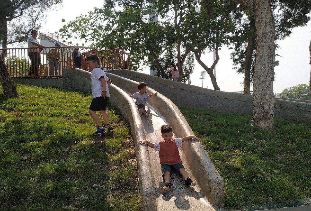 屏東公園今起新增兒童遊樂設施,今天起對外開放。圖/屏東縣政府提供