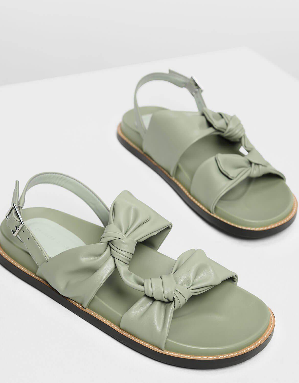 雙扭結涼鞋,售價1,690 元。圖/CHARLES & KEITH 提供