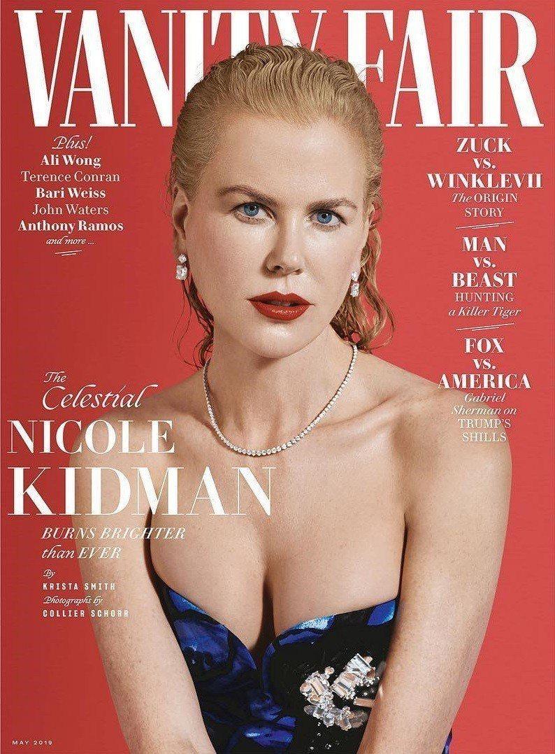 妮可基嫚年過半百依然在雜誌封面展現姣好身材。圖/摘自Vanity Fair