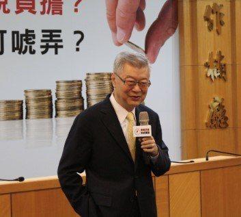 東吳大學法商講座教授陳冲表示,稅制與經濟發展經常就像是馬與馬車之間的關係,原本租...