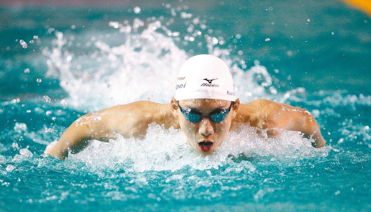 台北市17歲泳將王冠閎今天在200公尺蝶式再推進自己保持的全國紀錄。 聯合報系資...