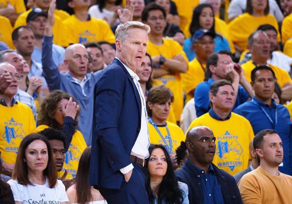 勇士隊總教練柯爾(Steve Kerr)表示,現在勇士陣容與去年闖決賽截然不同,球隊宗旨也改為保持健康。 路透
