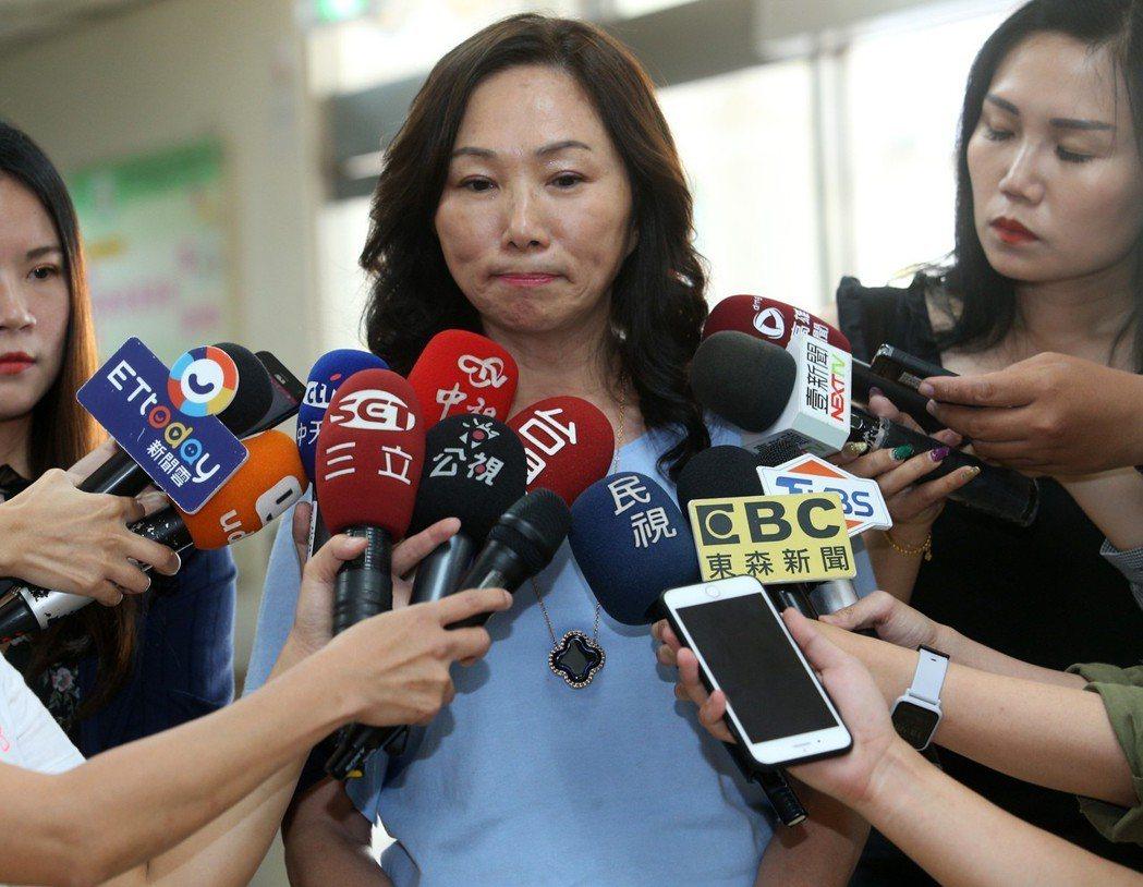 李佳芬表示書的版稅一定會用在高雄的公益上。記者劉學聖/攝影