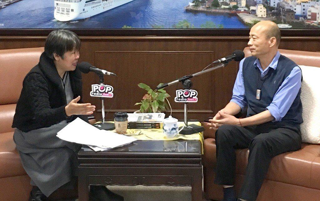 黃光芹(左)因為專訪韓國瑜(右)雙方交惡。圖/「POP搶先爆」提供