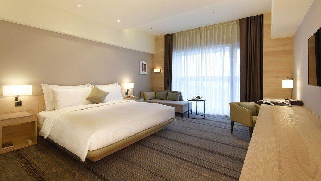 和逸飯店台南西門館舒適客房1大床。  國泰飯店觀光事業 提供