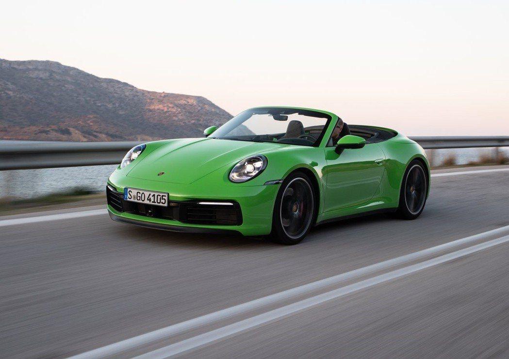 新911 Cabriolet車身擁有更多樣化的創新輕量化組件,使車輛總重減輕7%...