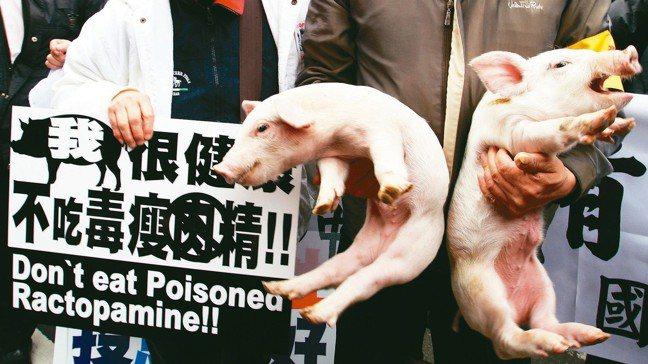 美國農業部海外服務署署長艾斯里率貿易訪問團到台灣,他表示與台灣官員坦率討論瘦肉精...
