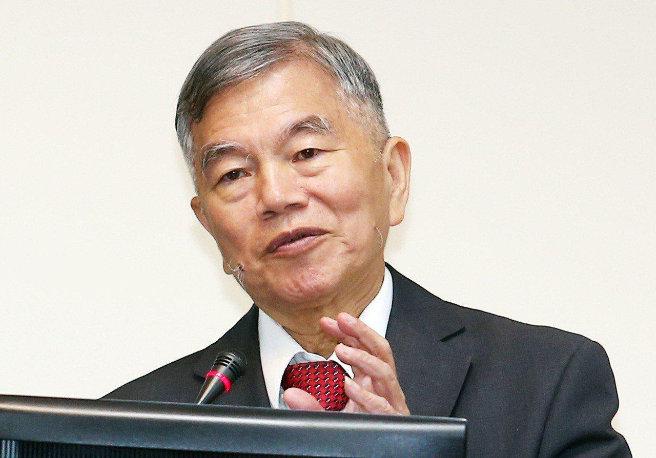 經濟部長沈榮津今(29)日表示,本週經濟部將找能源局、標準檢驗局與台電開會研議。...