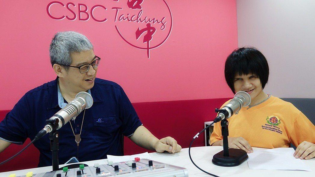 臺中市立啟明學校學生廣播電台初體驗。