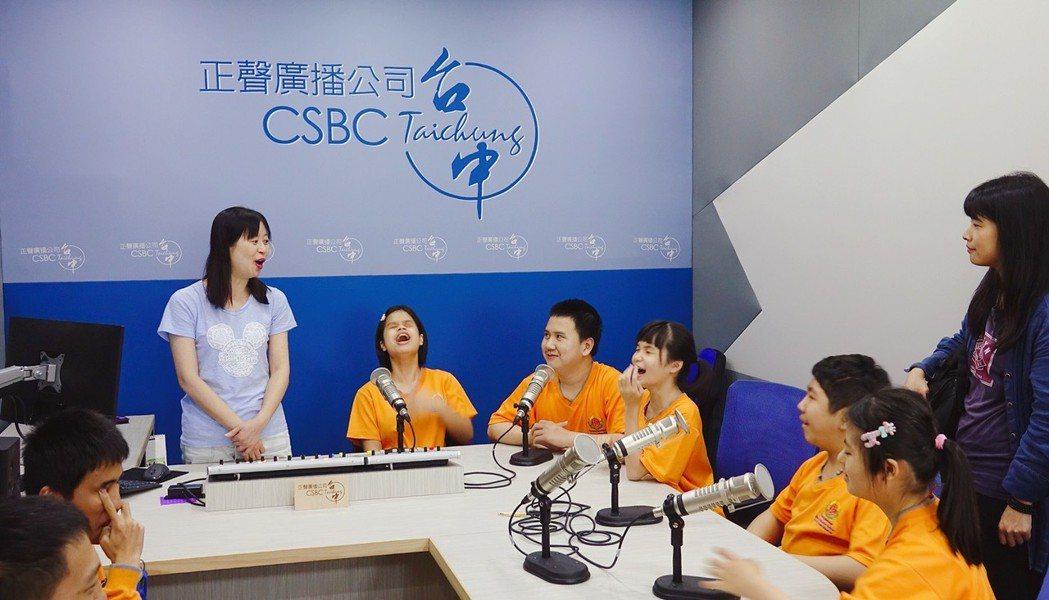 臺中市立啟明學校學生既興奮又緊張的錄音。