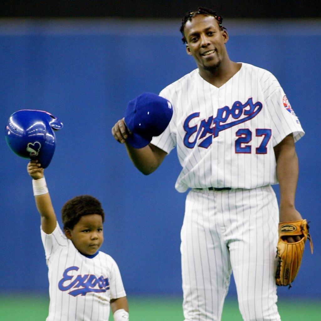 名人堂球星葛雷諾(右)在推特上鼓勵自己的兒子(左)登上大聯盟,並貼出他小時候的兩...