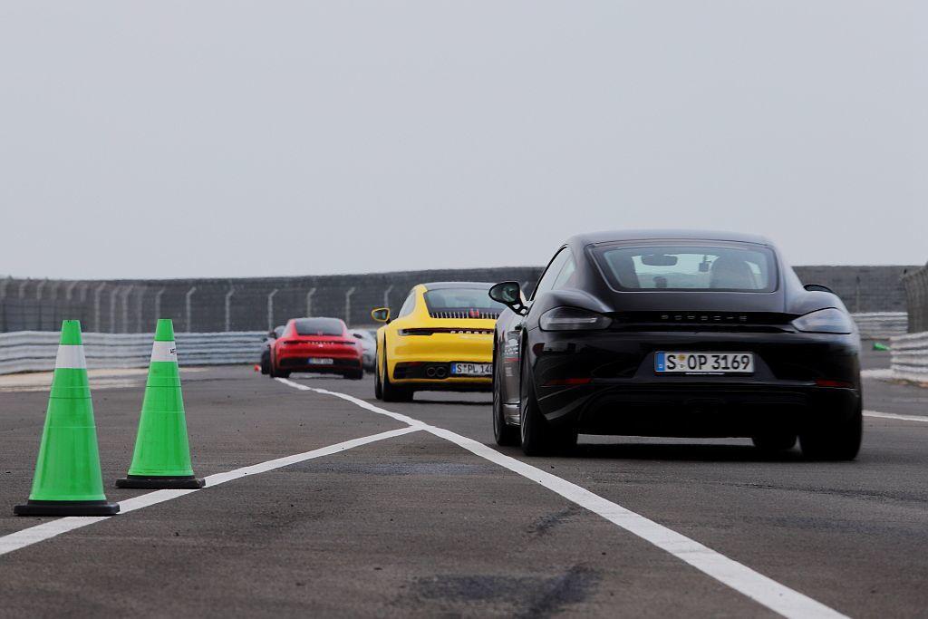 透過賽道連續試駕,來感受保時捷911 Carrera S Coupe、718 B...