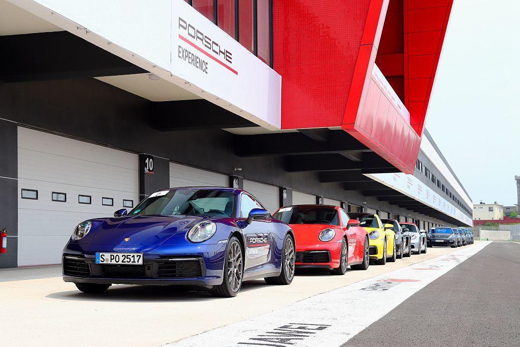 臺灣保時捷不惜成本直接從德國原廠空運最新911 Carrera S Coupe、...