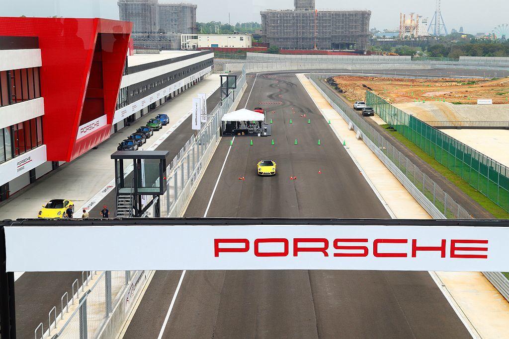 保時捷駕訓營(Porsche World Road Show)連續兩年報名人數爆...