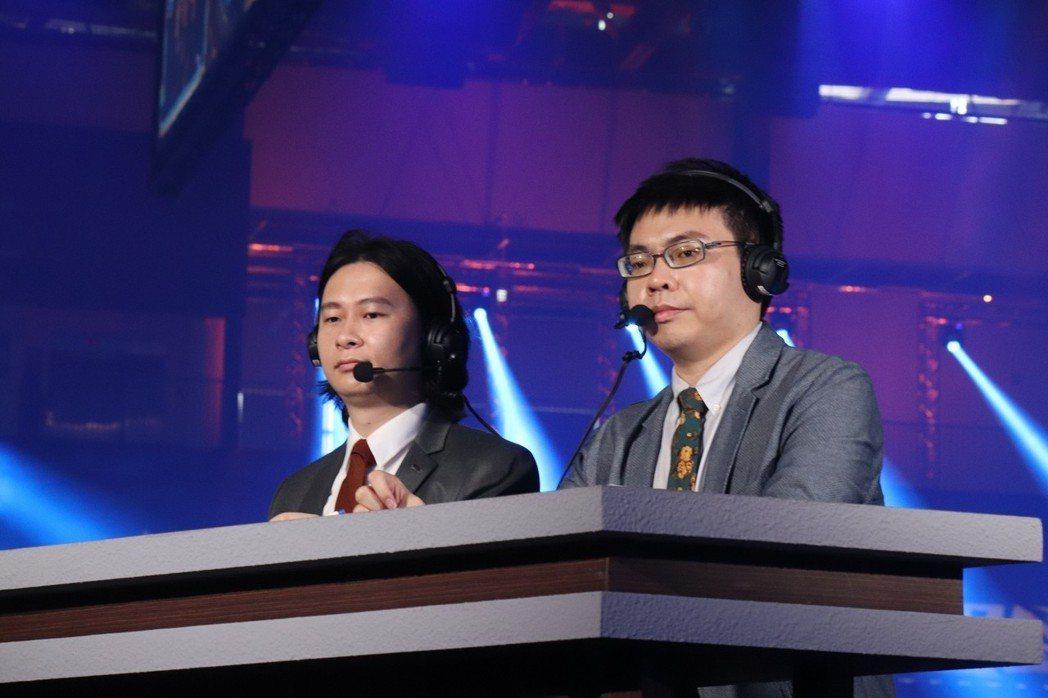 主播:廚爹(左)、賽評:Muting(右)