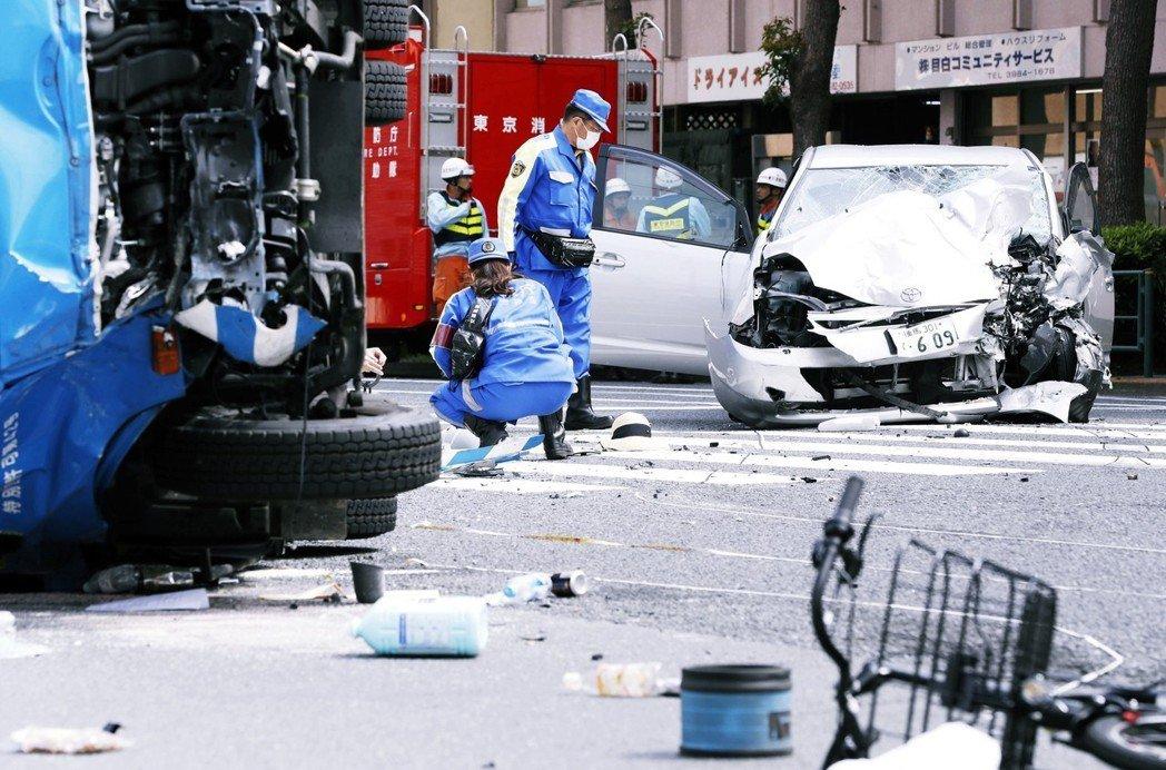4月19日中午,日本東京的東池袋地區發生嚴重車禍,一輛轎車高速闖越紅燈後、直接撞...
