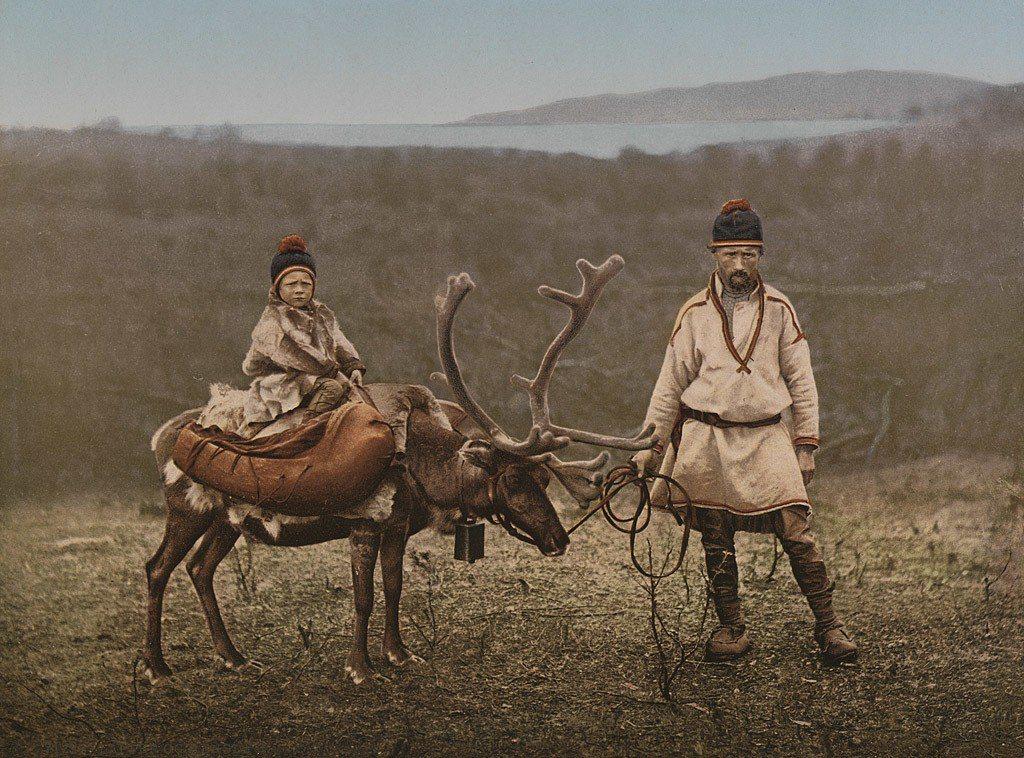 北歐原住民薩米人過去因獨特的文化、信仰、服飾與語言,被瑞典的基督教新移民與山怪聯...