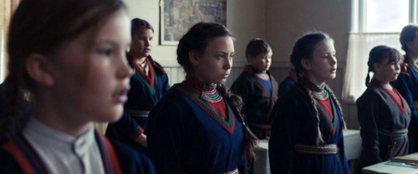 很多薩米人與其他族群混居已久,絕口不提自己的血統與文化。圖為北歐電影《薩米的印記...