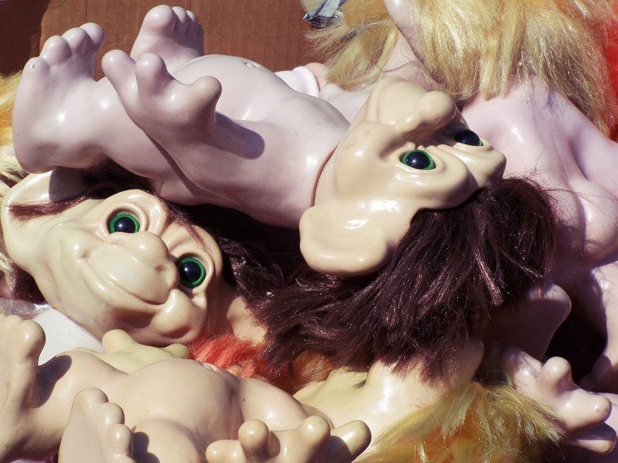 遇到麻煩不斷,真是「見鬼了」,在瑞典文中會說:「一切都山怪了」(gå troll...