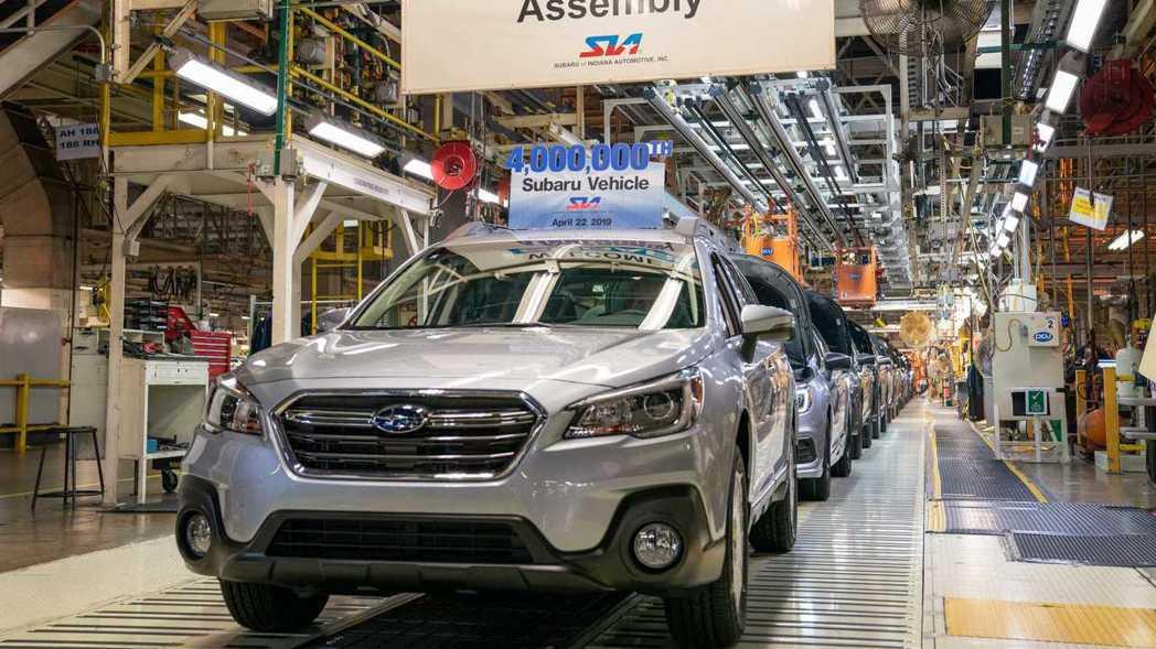 標號第400萬輛的車款是一台2019年式的銀色Outback。 圖/Subaru...