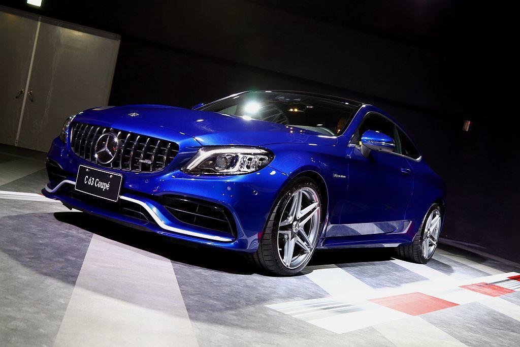 小改款Mercedes-AMG C 63/C 63 S換上新外觀套件,最顯著的莫...