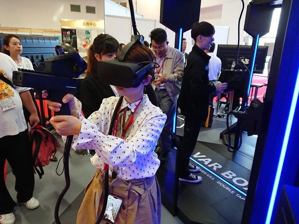 2019台北電子遊戲機展25號熱鬧開幕,業者VARLIVE首創的VR電競設備「V...