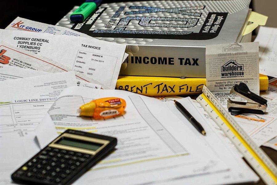 報稅季節將至,民眾與企業都要留意今年的諸多稅制變動。(photo by 網路截圖...