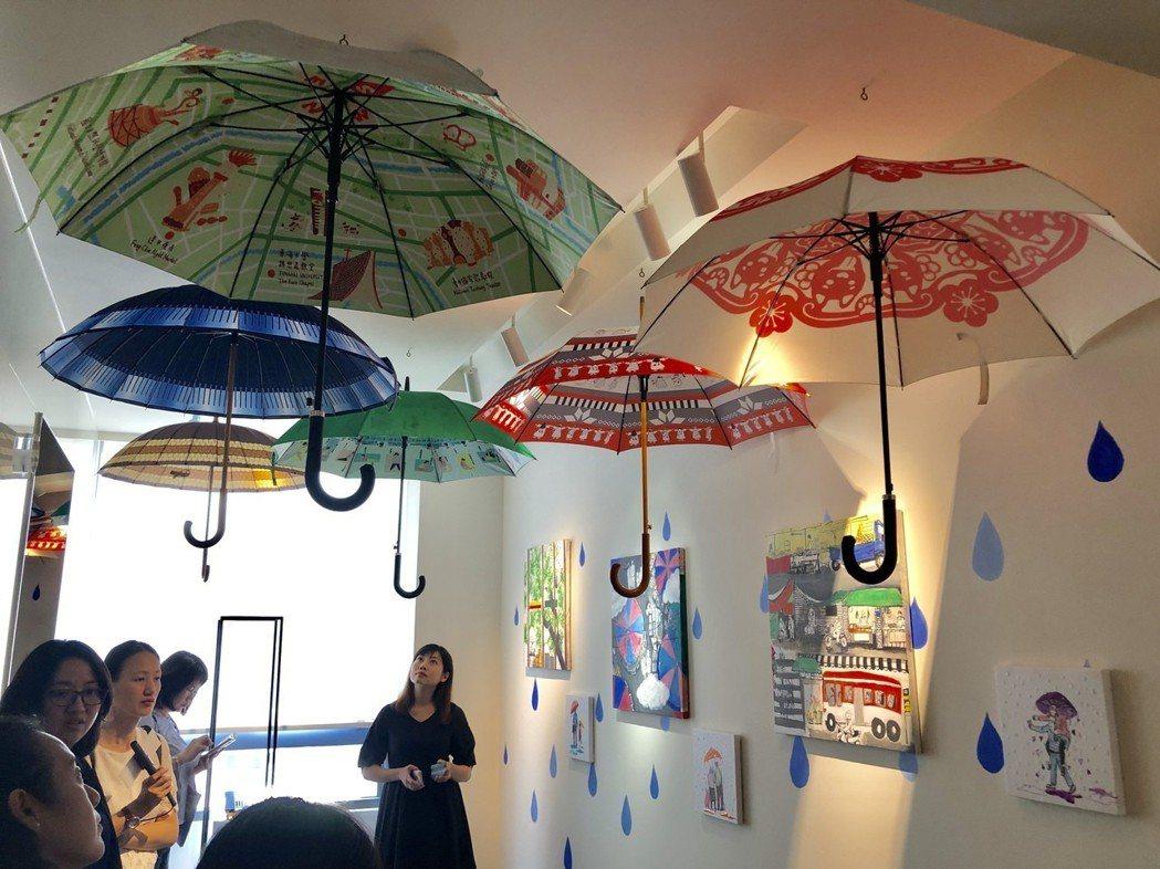 藝術家周淑秋以「台中是個傘的城市」為發想,並搭配假日插畫家吳則萱的畫作,用聽覺和...