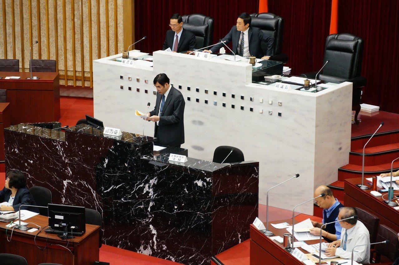 高雄銀行今天到議會做「高銀營運績效與呆帳處理專案報告」。記者林伯驊/攝影
