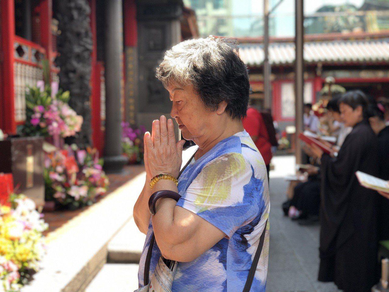 台北艋舺龍山寺建寺280年,是地方信眾重要的信仰中心。記者劉柏均/攝影