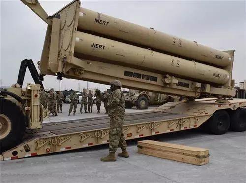 駐韓美軍在平澤進行「薩德」反導系統發射架類比彈加裝訓練。取自環球網