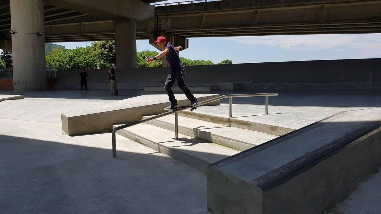 新竹市左岸滑板公園今天啟用,多元滑板設施開放刺激體驗。記者黃瑞典/攝影
