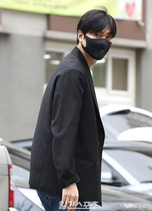 李敏鎬今退伍。圖/摘自微博