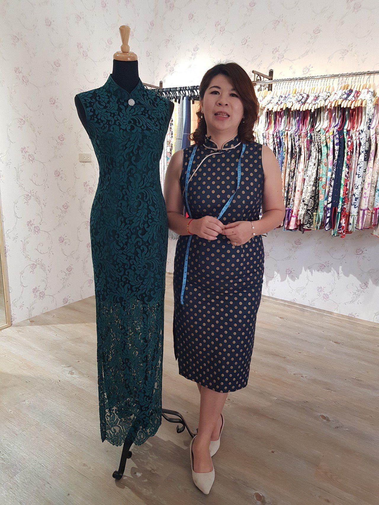 7年級的何艷秋花了10年的時間學做旗袍、穿旗袍。記者廖惠玲/攝影