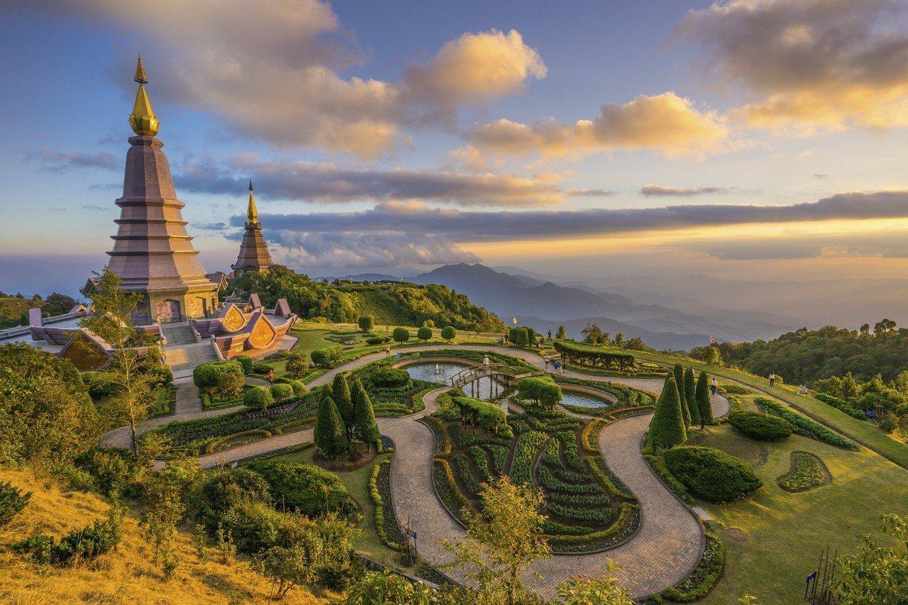泰國北部的古城「清邁」,擁有慢活的生活步調,以及城市中有多間優質的度假酒店選擇,...