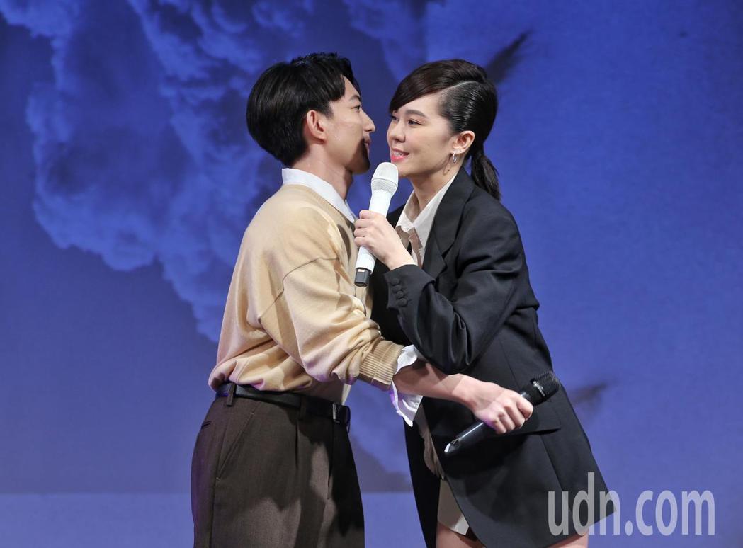 郁可唯(右)發片,林宥嘉(左)到場祝賀。記者鄭清元/攝影