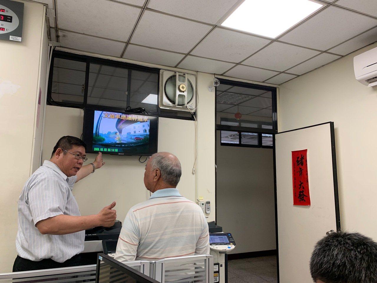 台中市警局交通大隊為了服務市民,全新開闢獨立區域,開設事故服務中心,提供市民更優...
