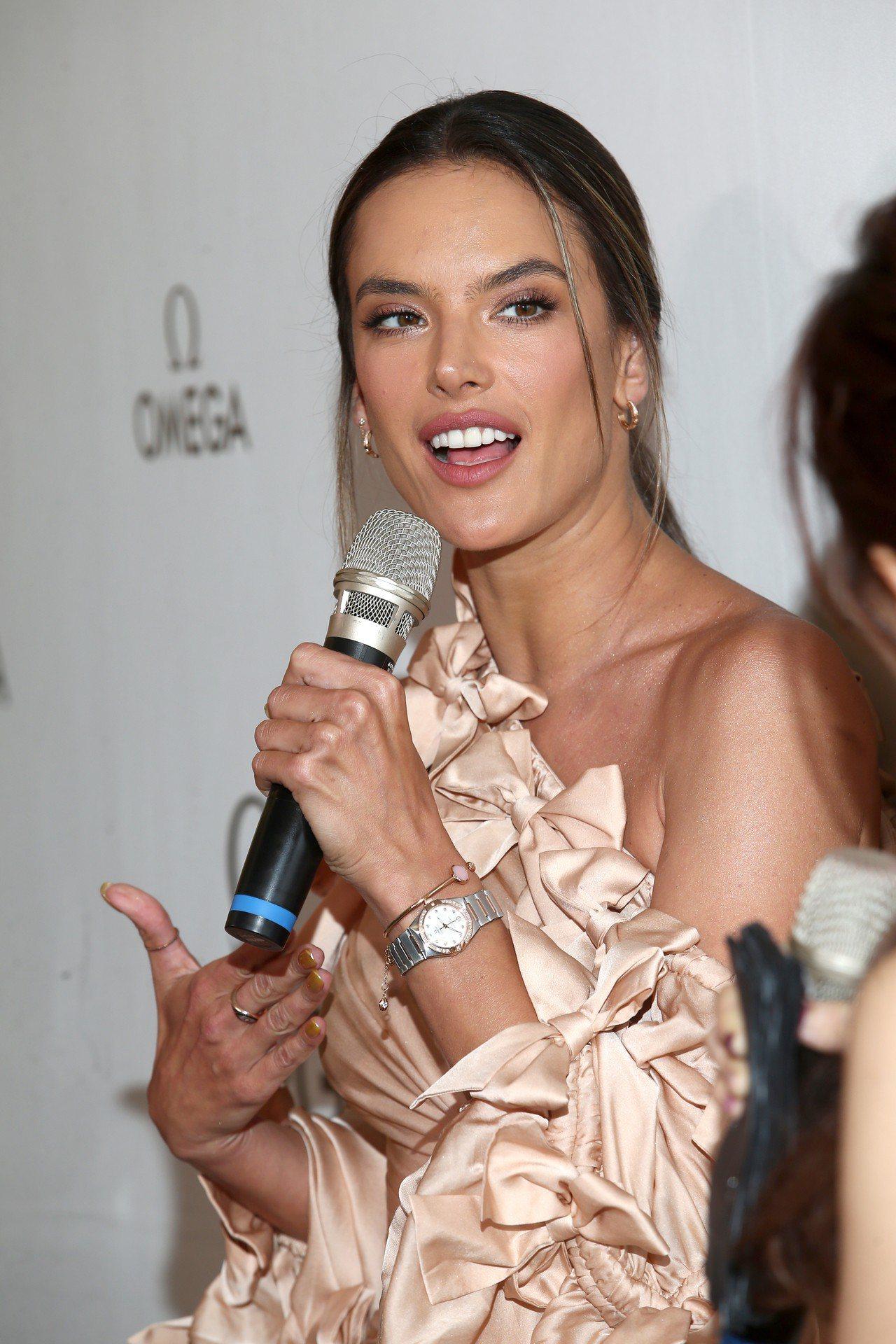 超模Alessandra Ambrosio昨天(4/24)受困機場一整晚,但今天...