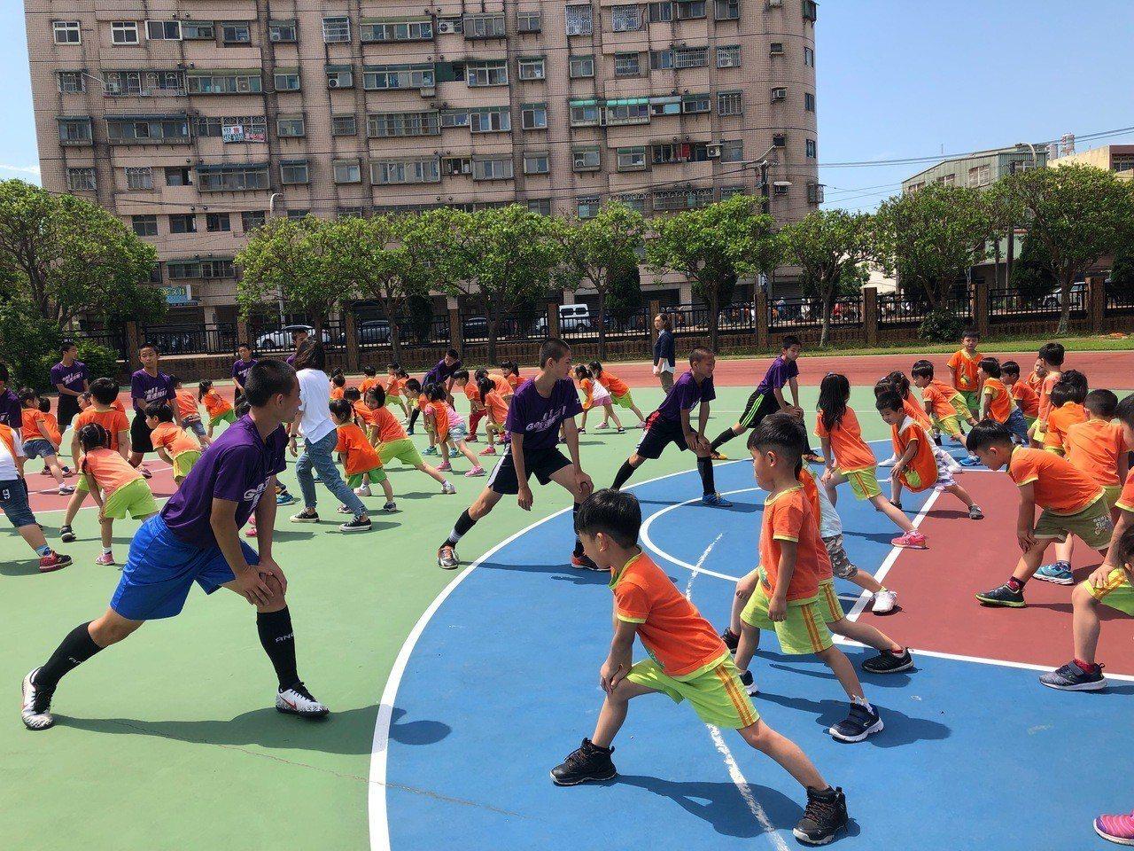 龍興幼兒園是桃園唯一使用國中校舍的非營利幼兒園,學校不吝提供場地等資源。記者鄭國...