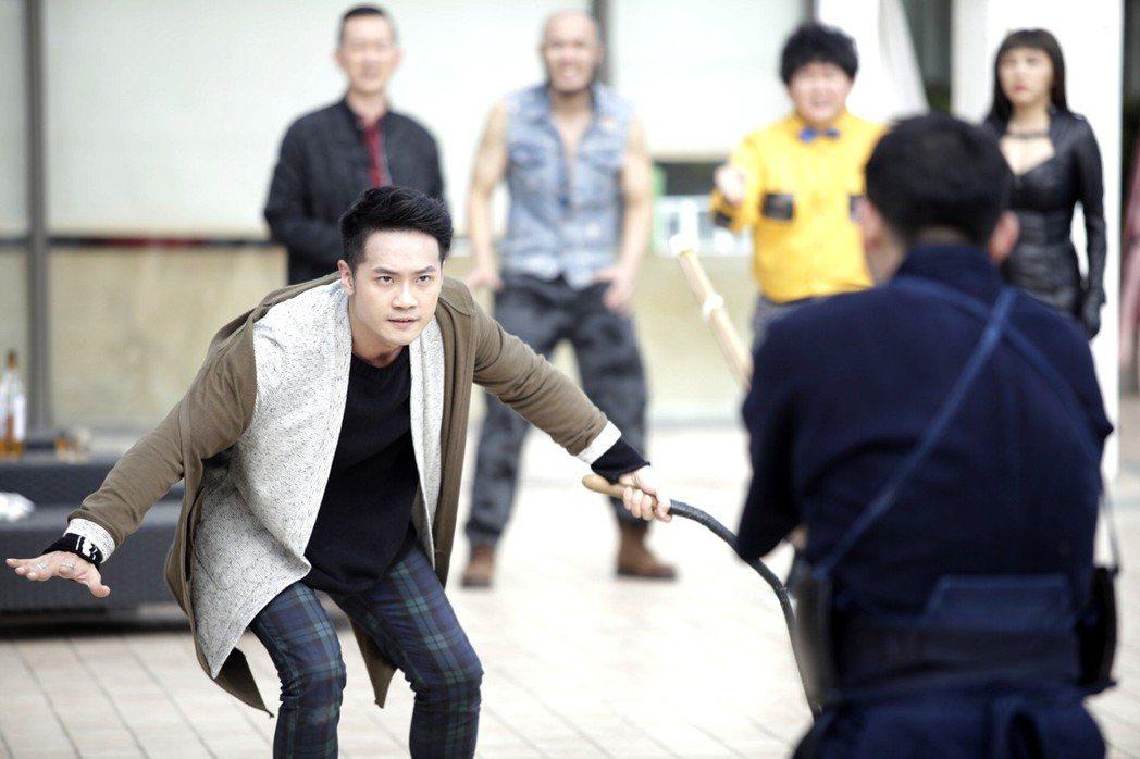 詹博翔(左)在片中有激烈的動作場面。圖/丙午駒電影提供
