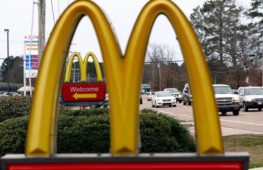 美國麥當勞將在全國各地大舉招聘年長員工,填補大約25萬個夏季職缺。美聯社