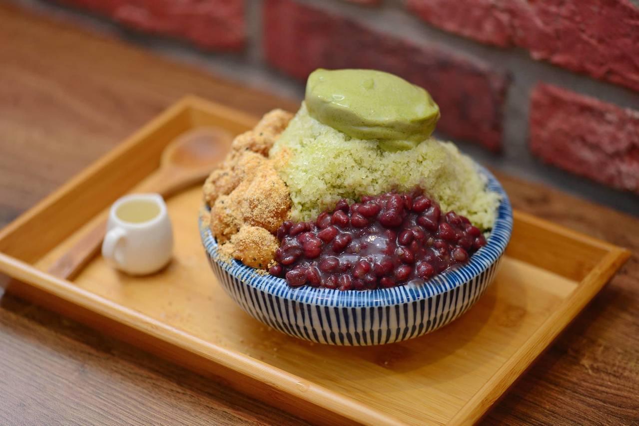 「冰Q宇治金時」配料豐盛。圖/來呷甜甜品提供