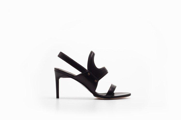 黑色小牛皮高跟鞋,售價28,100元。圖/Max Mara提供