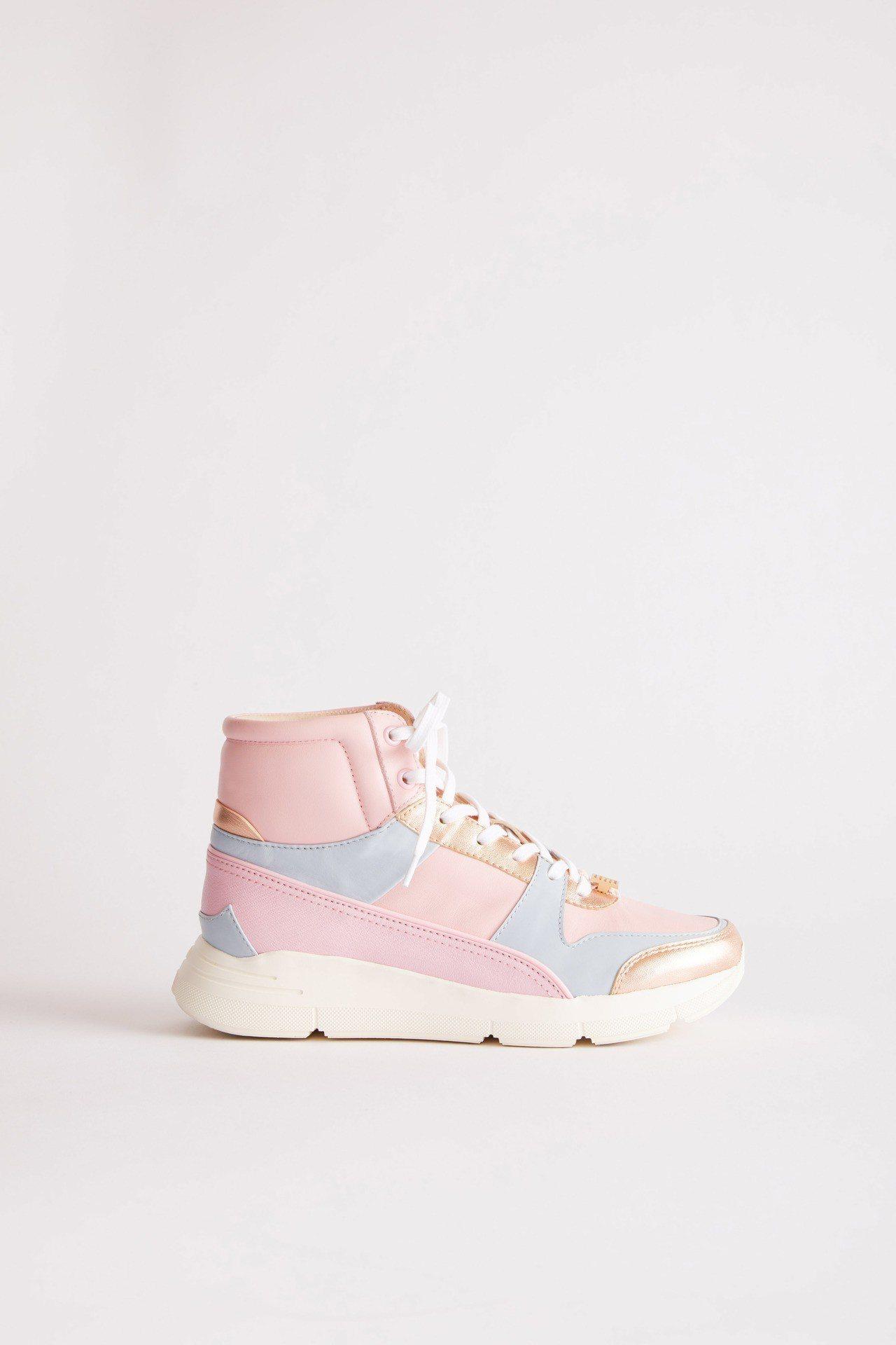 高筒拼接運動鞋,售價17,800元。圖/夏姿提供