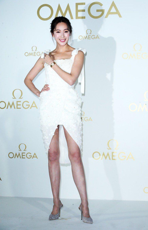 呼應精品派對主題隋棠穿了一件白色平口禮服,但大秀美腿,展現好身材。記者徐兆玄/攝...