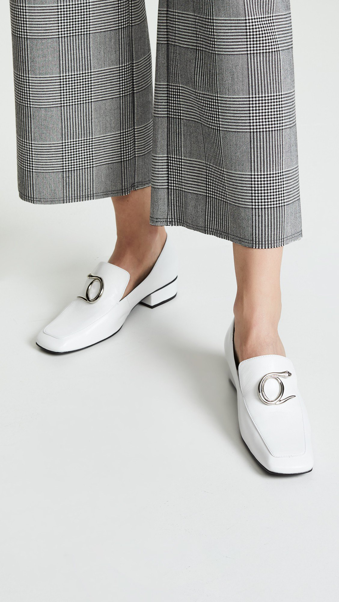 Dorateymur Han Serpent淺口船鞋,售價475美元、約合台幣1...