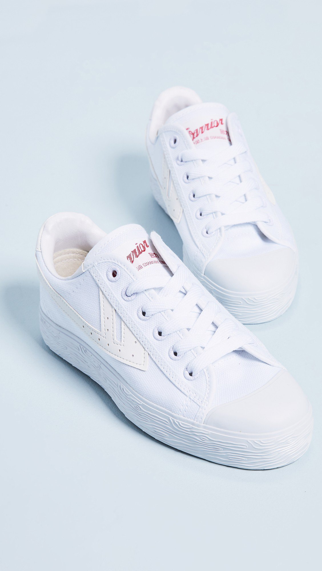 WOS33經典運動鞋,售價89美元、約合台幣2,755元。圖/SHOPBOP提供